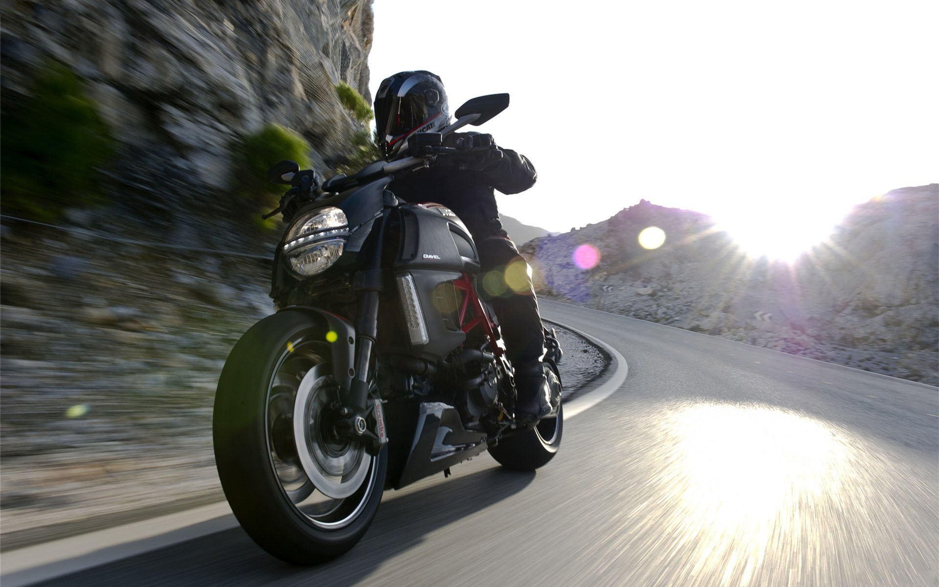 motocycles_new_bike_on_the_road_ducati_diavel__072542_